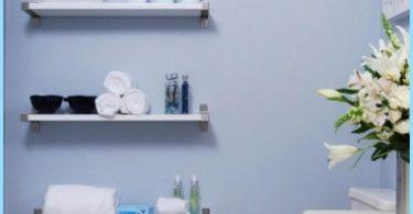 Hyllor i badrummet