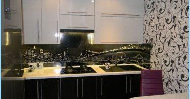 Design svart och vitt kök i lägenheten