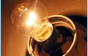 Anledningar flimmer av ljus i lägenheten