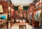 Varianter av inredning och ett stort omklädningsrum