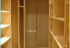 Hur man utrusta ett omklädningsrum i lägenheten